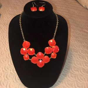 Jewelry - BIB style statement necklace with drop earrings